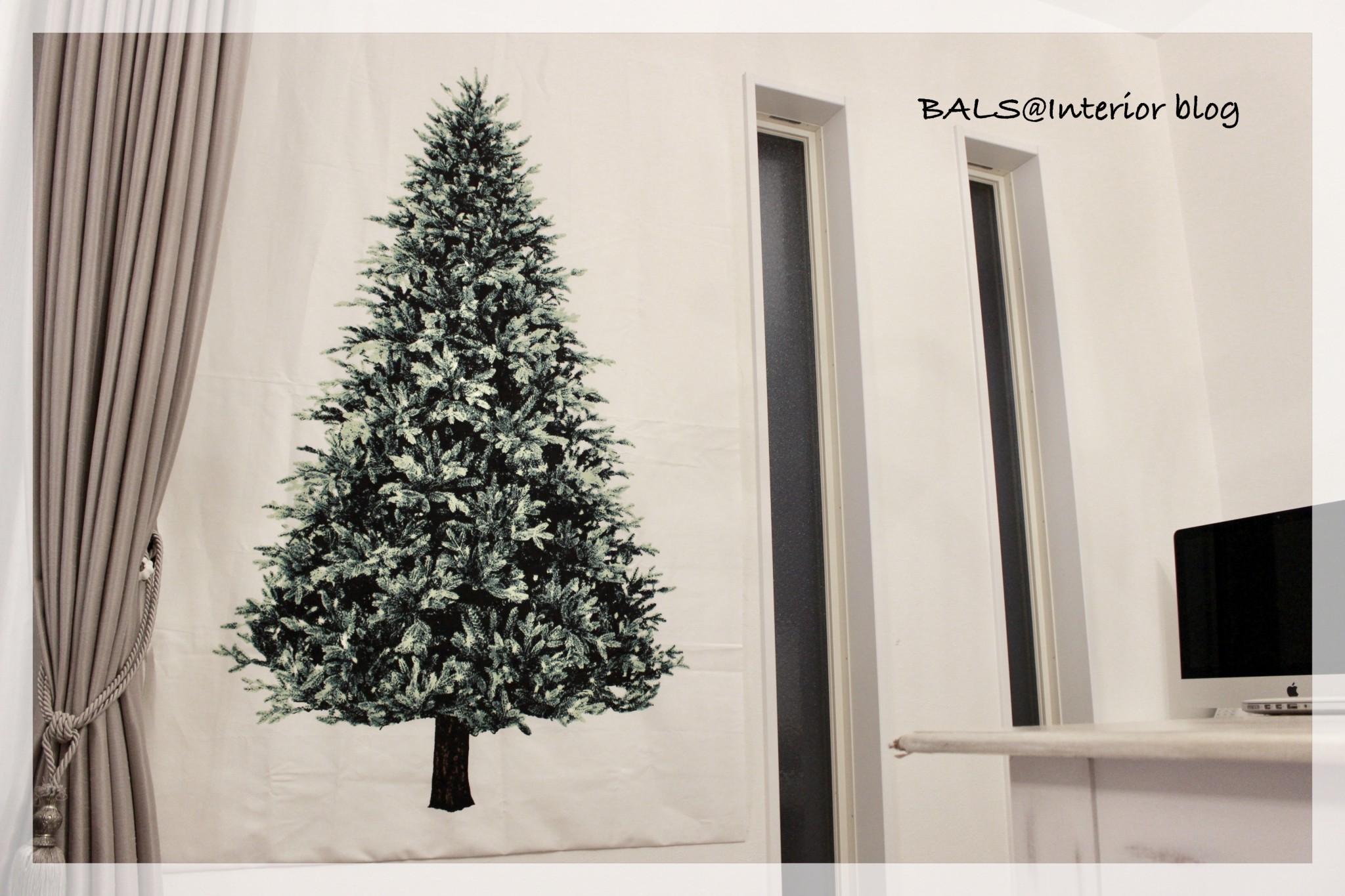 《インテリア》今年はクリスマスツリーの代わりにタペストリーを飾りました*