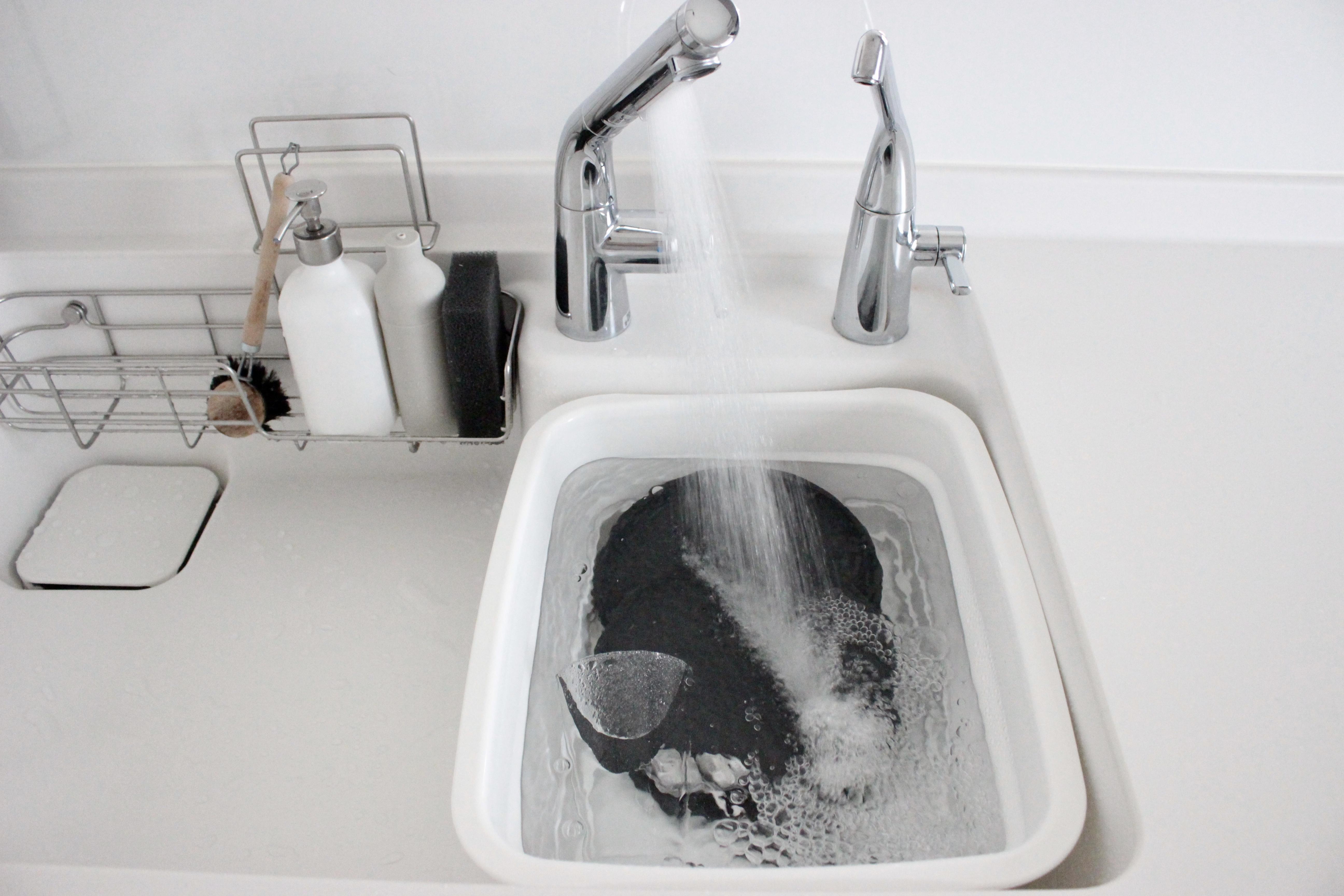 折りたたみ洗い桶*おしゃれな白で水切りカゴにも使えて万能商品を発見♪