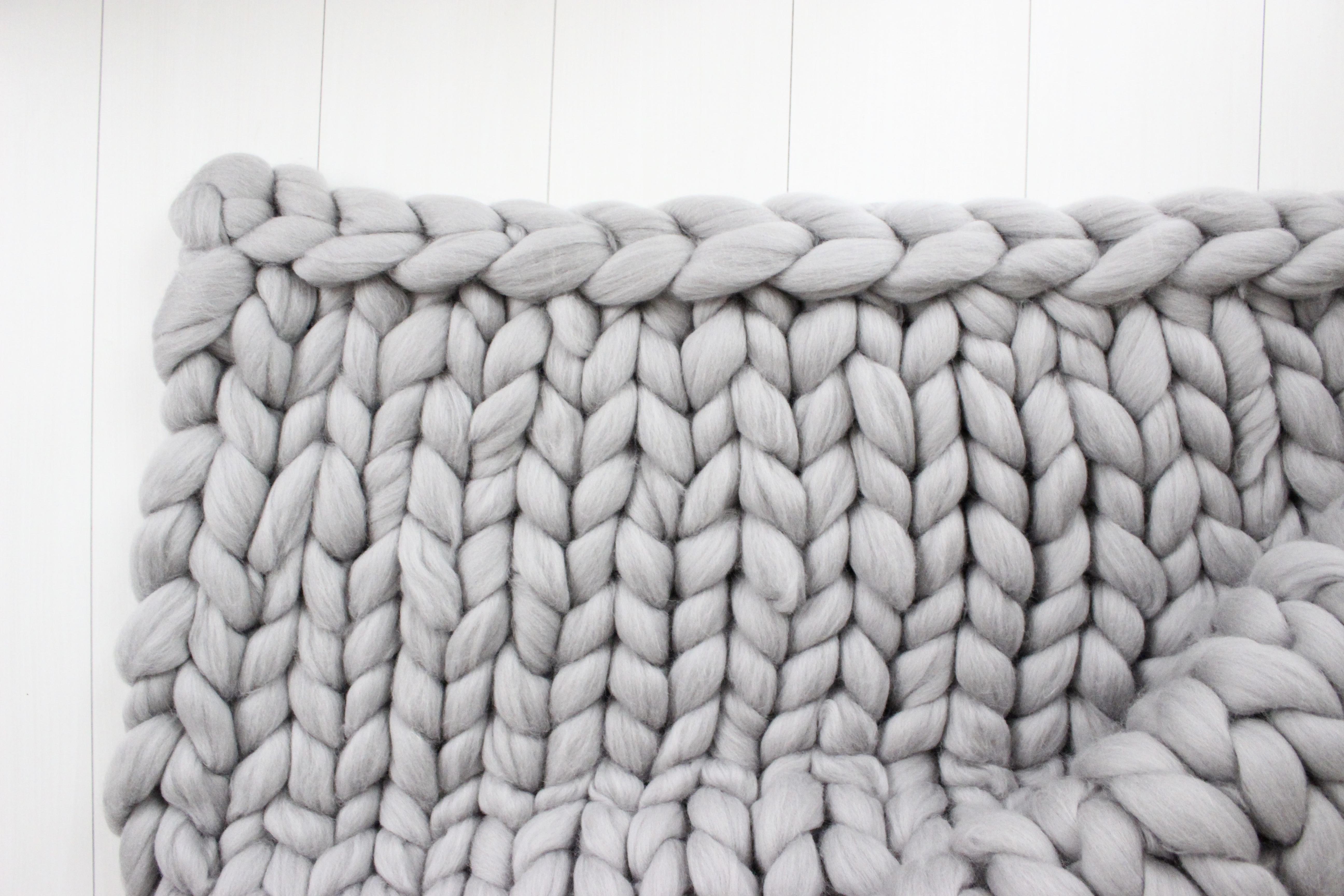 《チャンキーニット ブランケット編み方》初心者でも簡単!腕編みを動画で紹介♪