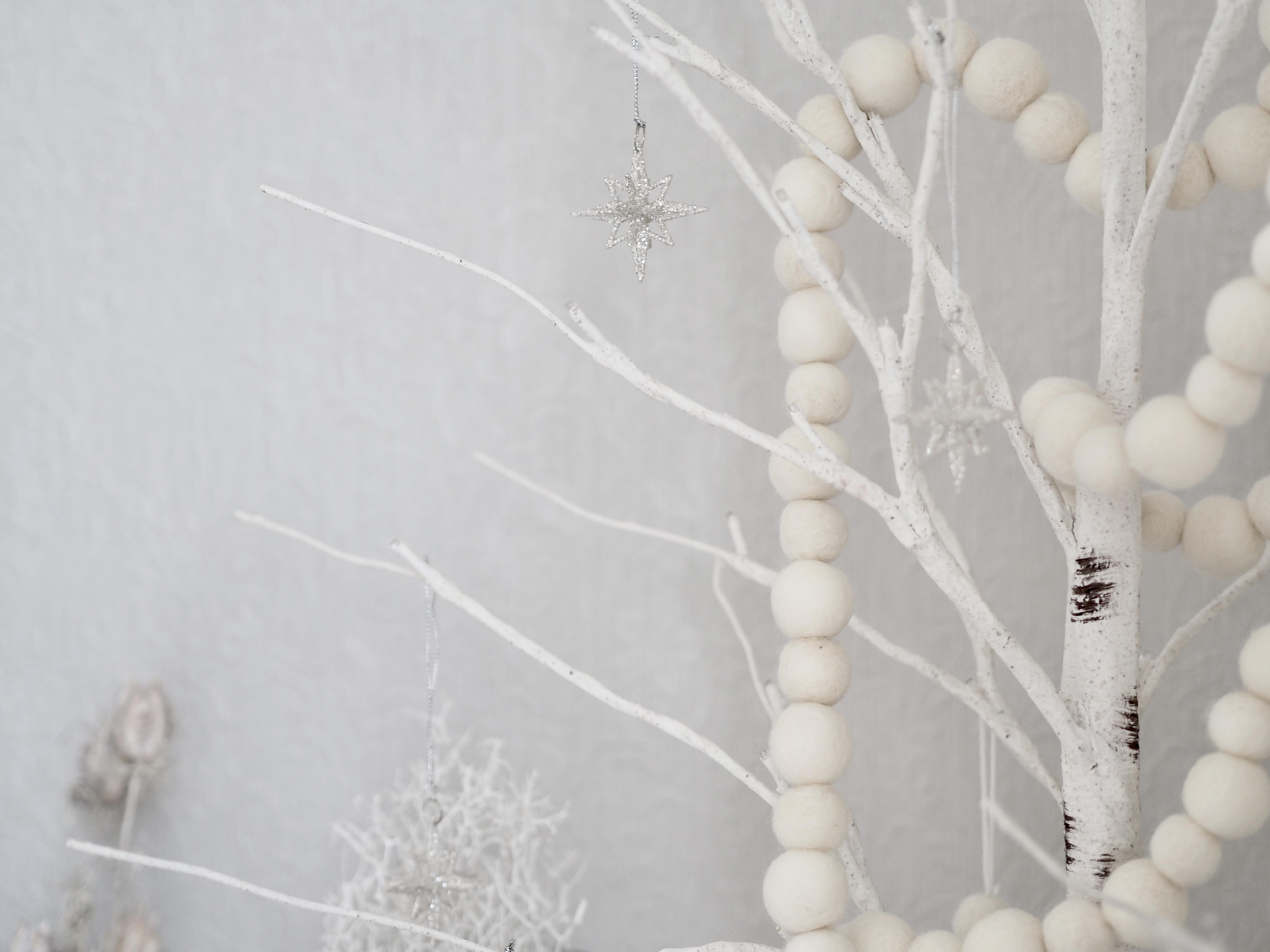 《ニトリ*クリスマスグッズ》すでに入手困難?!大人気の白樺ツリー飾りました♪
